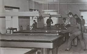 Ao longo destes anos o Camaroeiro continua a funcionar, a sala de bilhares já não existe, mas servem lá umas excelentes Francesinhas.
