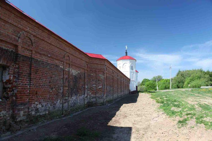 Болхов - Троицкий Оптин монастырь, стена