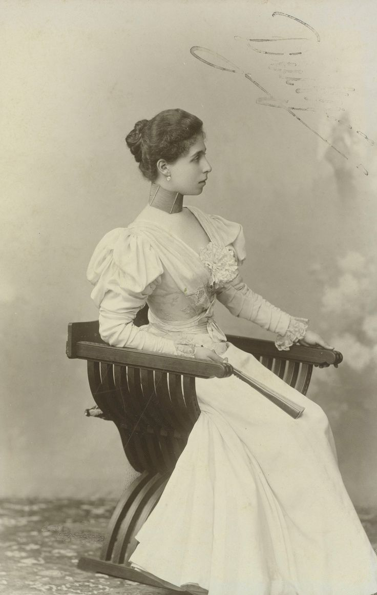 ab. 1896 Princess Victoria Melita of Saxe-Coburg and Gotha, when Grand Duchess of Hesse (photo by unknown) (Royal Collection Trust)