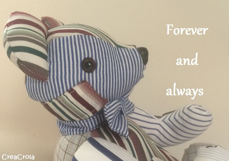 Herinningsknuffel beer Balou, gemaakt van opa's overhemden. Mooi aandenken aan hem. Wensje was: Beer Balou als lapjesbeer en met strikje. creacrola.nl