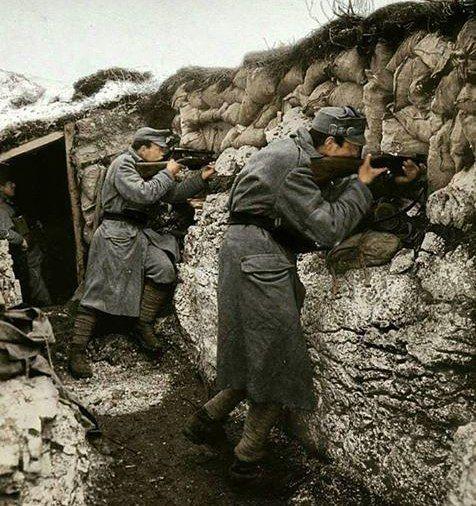 """974 Me gusta, 3 comentarios - Primera Guerra Mundial->ww1 (@primera_guerra) en Instagram: """"Soldados austro-húngaros rechazan un ataque italiano en los Alpes. 23 de junio de 1917. En mayo de…"""""""
