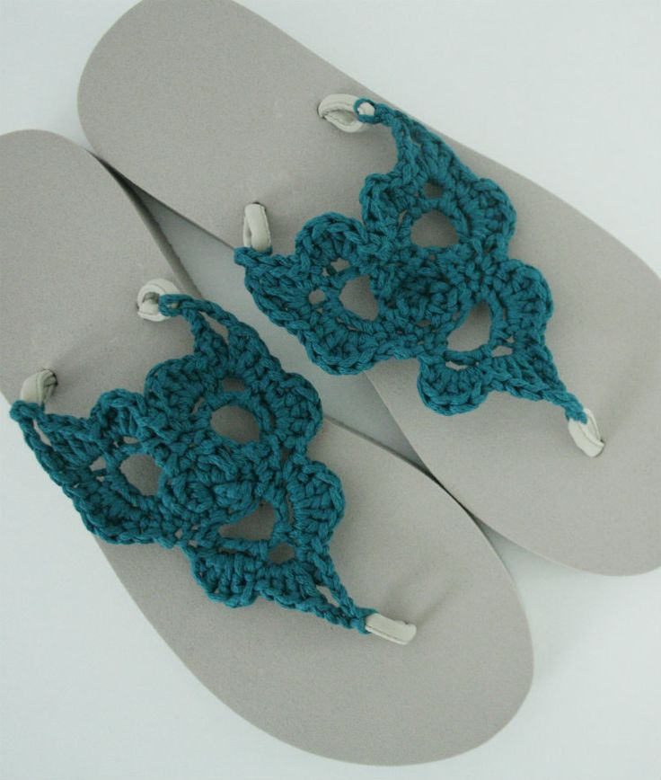 Crochet your own flip flops. It's easy! Just follow this free crochet pattern for your fabulous flip flops!