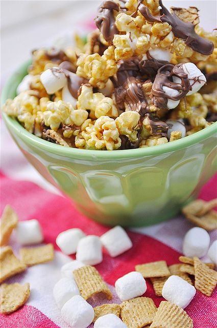 S'mores Caramel Corn: Chocolates Chips, Smore Caramel, Snacks Food, Fall Treats, S More Caramel, S More Popcorn, Caramel Corn, Popcorn Recipes, Smore Popcorn