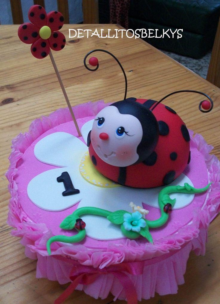 #ladybug, mariquita ,o vaquita de san antonio modelada en porcelana fría  adorno para torta