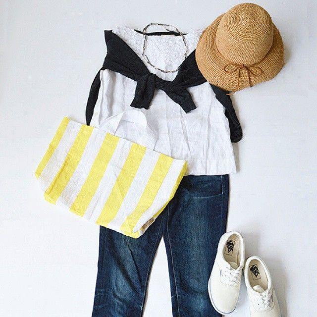レモンイエローのしましまバッグ!本日入荷しました。  バッグ:#中川政七商店 シューズ:#VANS 帽子:#無印良品  #北欧暮らしの道具店#置き画くら部#ファッション#今日のコーデ#今日の服#コーデ