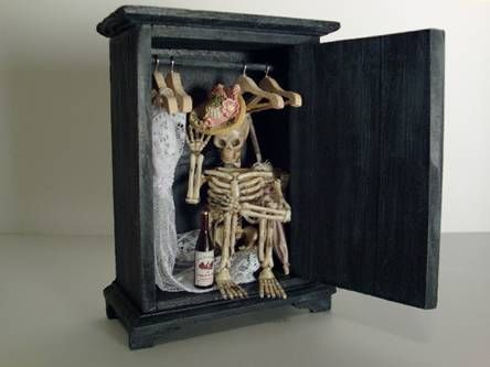 How to make a Skeleton in the Closet for a Haunted Dollhouse