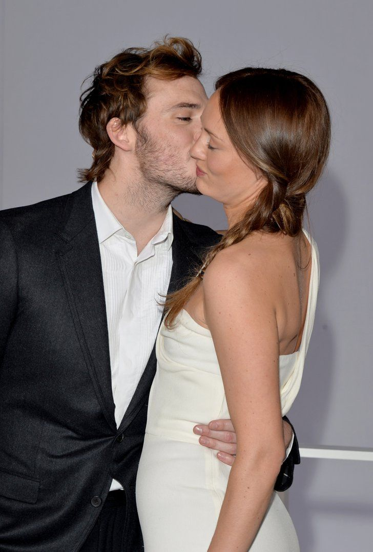 Pin for Later: Sam Claflin and Laura Haddock Are the Cutest Red Carpet Couple Ever When Sam Planted a Kiss at the Mockingjay — Part 1 Premiere