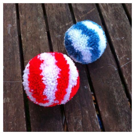 Una manera fácil y eficaz de hacer pompones es usar la pomponeras. Y para hacer estos pompones rayados he usado las pomponeras de Clove...