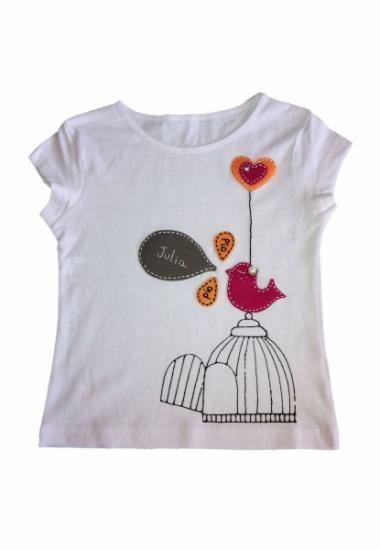camiseta con fieltro y pintura de tela