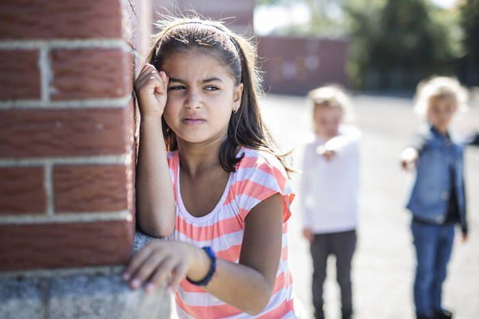 Pesterijen en mishandeling aan het adres van je dochter... zelfs pesterijen door de leerkracht. Wat doe je als je ziet dat je kind dit mee moet maken? Met een brok in mijn keel las ik haar verhaal. Wat zou jij doen? https://www.mamsatwork.nl/pesten-op-de-basisschool/