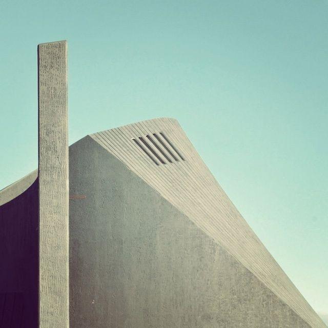 La Visione diLe Blanc, alias Sebastian Weiss, documenta l'architettura urbana di Berlino conuna vecchia Panasonic.