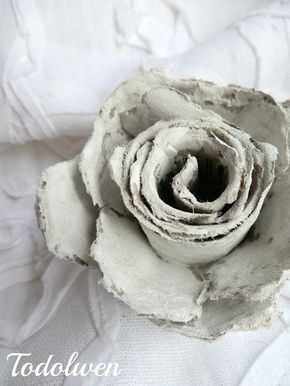 DIY TUTORIAL: HOW TO MAKE ROSES OUT OF CARDBOARD EGG CARTONS | Todolwen.ca