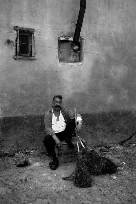 Ara Guler. A Gypsy broom merchant in the Ayvansaray district of Istanbul. 1969