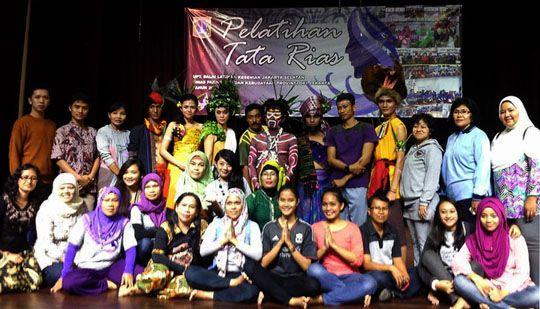 Pelatihan Tata Rias Panggung Seni Pertunjukan Balai Latihan Kesenian Jakarta Selatan Tahun 2014
