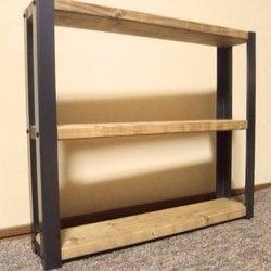 ○製品の特長味わいのある天然木と鉄角脚を組み合わせた、折りたたみ式のローテーブルです♪本品は既製品にはない、温かみのある仕上がりとなっています(^^)折りたたみ式のため、収納面に優れています(^^)/簡単に収納できますので、すごく使い勝手がいいですよ♪また、鉄角脚は安心の日本製です(^^♪天板は天然オイルフィニッシュと天然蜜蝋ワックスで仕上げています。ワックス仕上げですので、濡れた場合もすぐに拭いて頂いたら大丈夫です。○注目ポイント鉄脚取り付け、裏面補強には「黒塗装を施したネジを使用しております」ので、折りたたみ時も、インテリアの一部としてもご使用頂けます(^^♪○天板 本品は無垢材を使用しております。素材を活かすため、天然オイルフィニッシュ・天然蜜蝋ワックス仕上げです。○製品サイズ・重さ・色 ■横約900mm×高約300mm×奥行約450mm ■天板(18mm厚 天然オイル・天然蜜蝋ワックス仕上げ ダークウォルトナット) ○在庫状況 ■10台(他でも販売しております、在庫確認お願いします)○キーワード折りたたみ おりたたみ 折りたたみローテーブル ローテーブル コー...