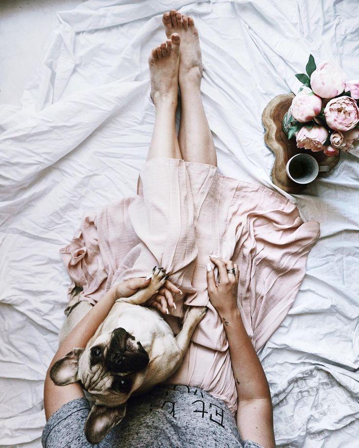 Devo fare outing: ho imparato ad indossare le gonne solo qualche anno fa.  Nella mia adolescenziale convinzione che le gonne fossero troppo femminili per me, sono cresciuta a jeans magliette e scarpe da tennis.  Ora ho rimediato, le gonne hanno avuto la meglio e sul blog vi parlo della mia preferita rosa plissettata e di come finalmente posso stirarla per bene.  Grazie #StyleTouch, mi dai grandi soddisfazioni.  #StyleTouch #stiroverticale #addiopieghe #guardarobaperfetto  #curatessutiavapore