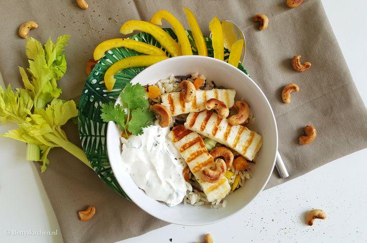 Wilde Rijstsalade met gegrilde halloumi kaas | Recept | Betty's Kitchen Vegetarische Recepten