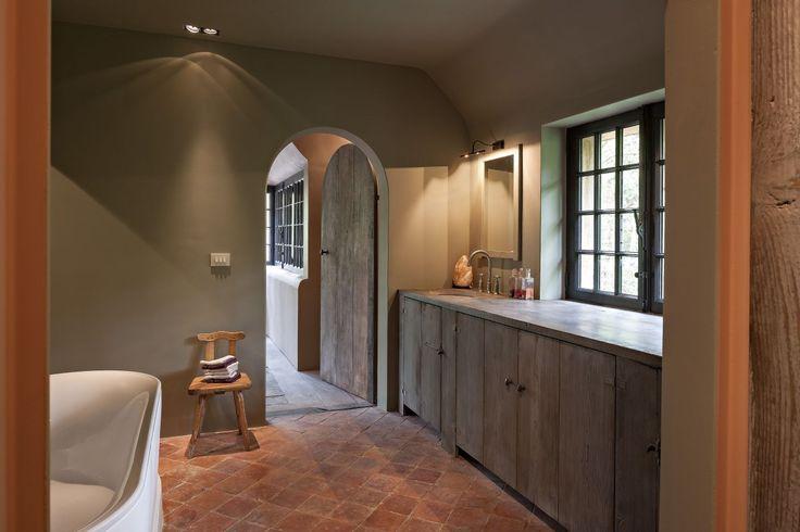 25 beste idee n over rustieke badkamers op pinterest landelijke badkamers doucheruimte - Douche italiaanse foto ...
