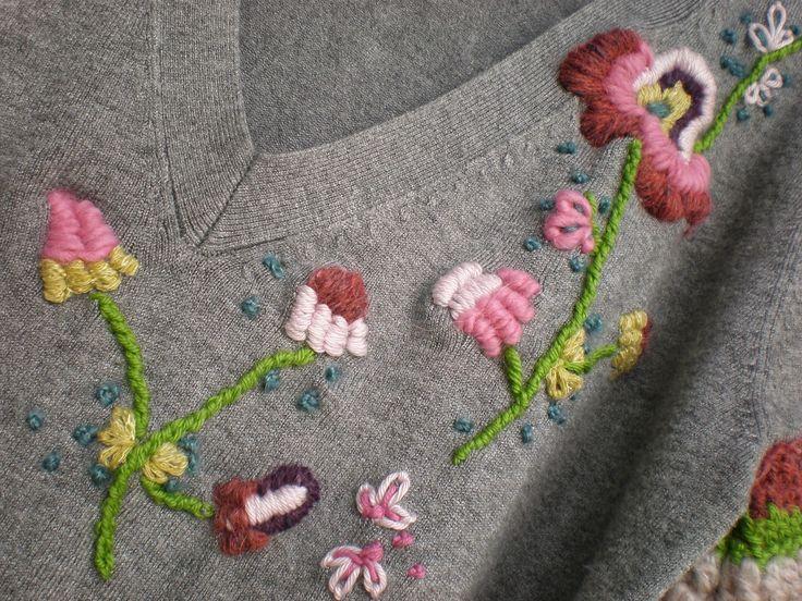 De como reciclar un jersey con bordados y crochet.