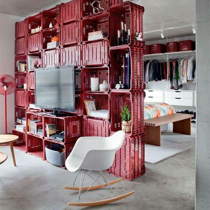 Reutilize caixotes e tenha um rack-estante-divisória original e muito charmoso!
