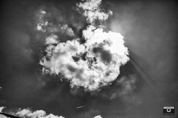 Non c'è nulla che sia più puro dalla verità ma attenzione la verità a volte può essere dolorosa. #share #thetruth #ťhoughtoftheday #foodforthought #clouds #dramaticclouds #blackandwhite #life #laverita #thesearch