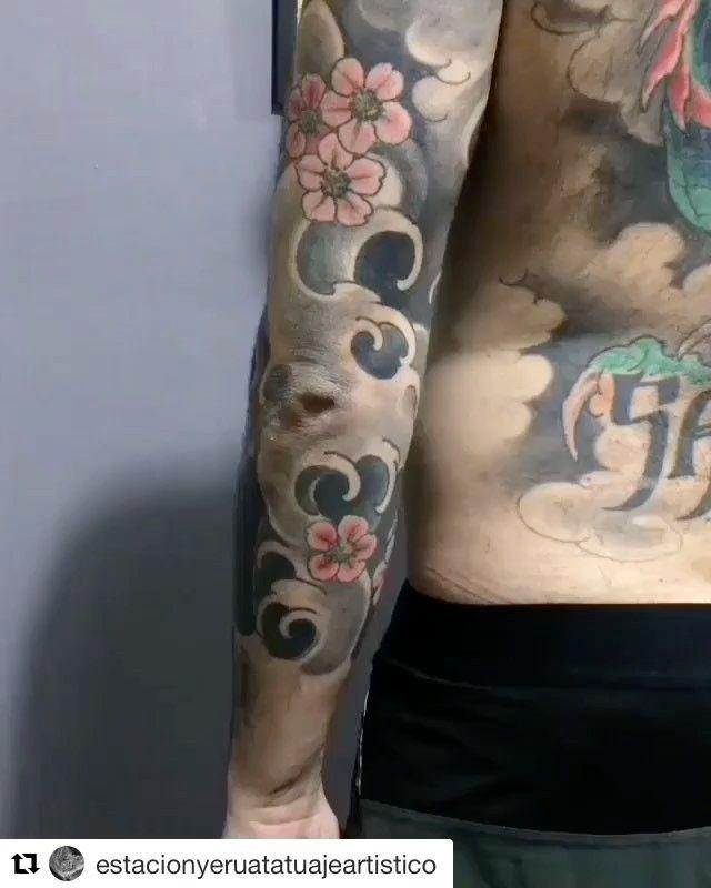 Esto es @estacionyeruatatuajeartistico  Donde te quede más cómodo Sucursal Avellaneda Centro o Wilde Centro. Mariano Moreno 6231 esq Las Flores.  De Lunes a Sábados de 10hs a 20hs.  A Pura Tinta cada día!!! WSP 1136531919 #estacionyerua #estacionyeruatattoo #estacionyeruatatuajes #estacionyeruawilde #estacionyeruaavellaneda #avellaneda #avellanedatatuajes #tatuajes #tatuaje #tattoos #tattoo #ink #inked #art #arte #artetattoo #revista_arte_tattoo #oriental #japanese #japanesetattoo…