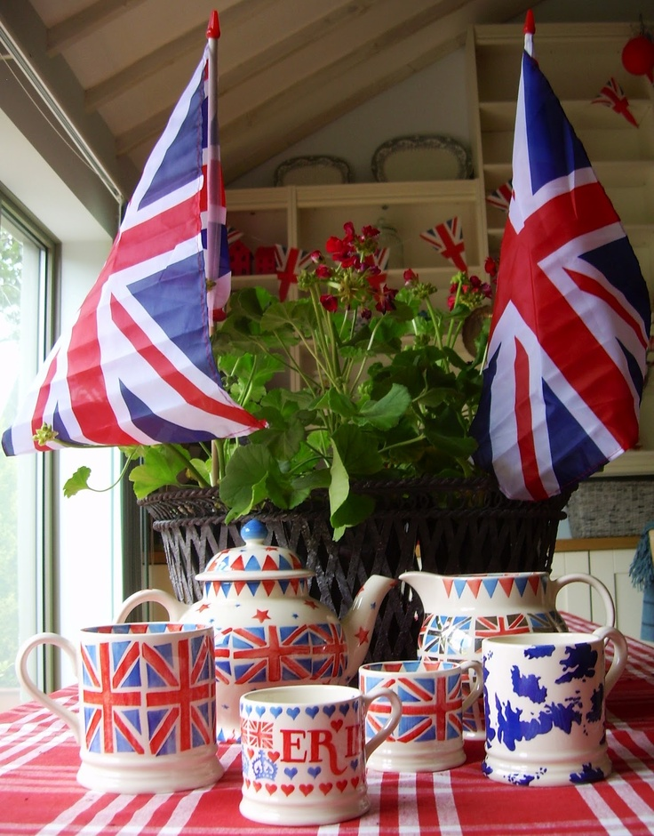 Union Jack 1 Pint Mug, Union Jack Baby Mug and Union Jack 4 Cup Teapot (Spring 2009) Discontinued