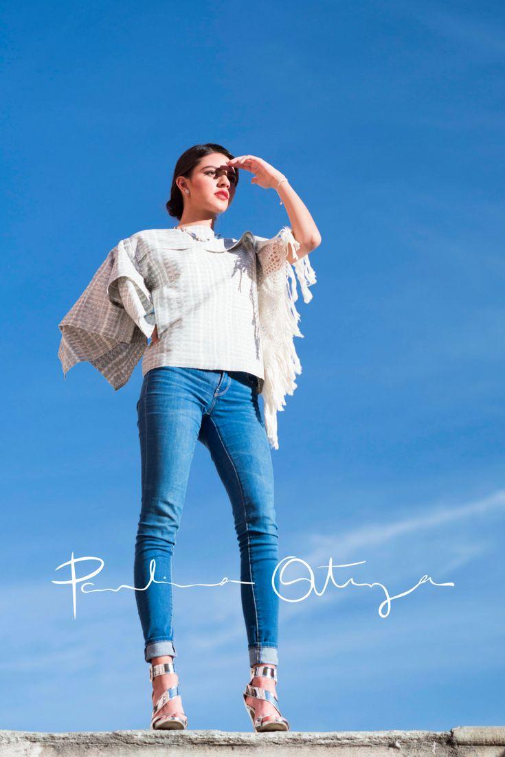 """Blusa IK, por paulina ortega Ik significa """"VIENTO"""" en lengua maya. Blusa asimétrica con una sola manga y rapacejo en un costado elaborada a partir de un rebozo 100% algodón, tejido artesanalmente en telar de pedal con punta hilada a mano.  """