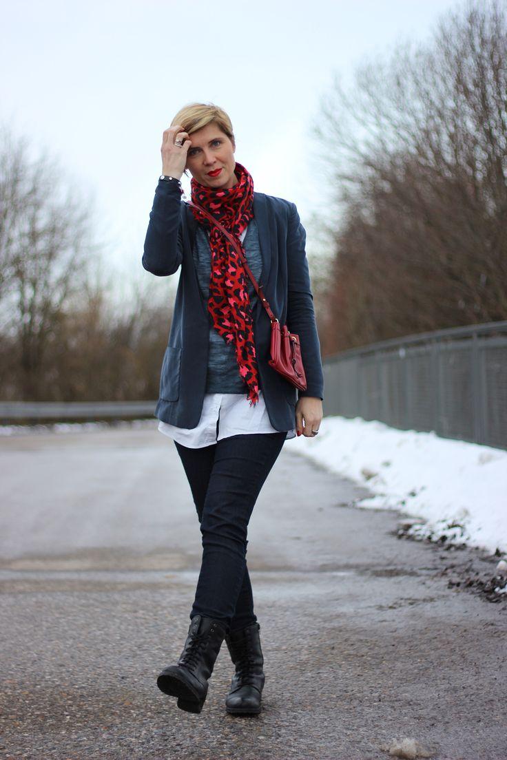 Taubenblau ist eine großartige Farbe....   http://www.ahemadundahos.de/die-tasche-die-tasche-jede-frau-braucht-eine-schoene-tasche/