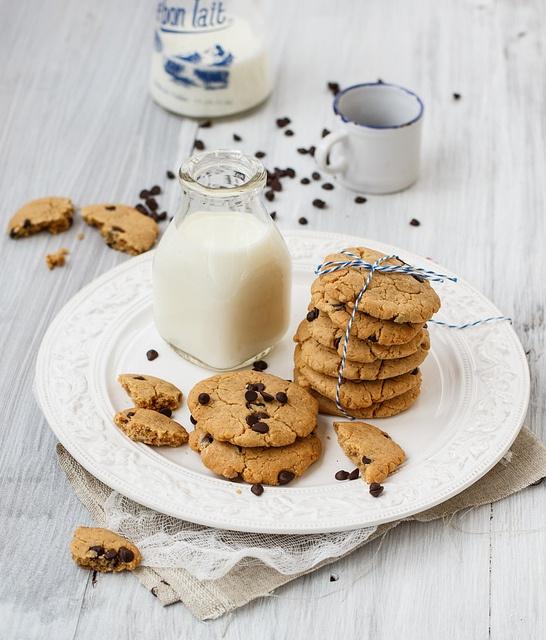 Открытка молоко с печеньем