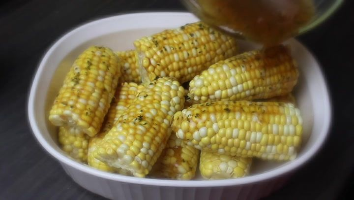 Oven baked corn on the cob with honey butter