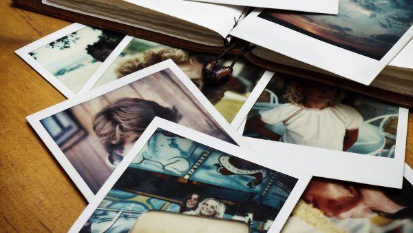 دهشة Daahsha تفسير رؤية الصور الفوتوغرافية في المنام كما فسرها Photo Organization Family Memories Photo Album
