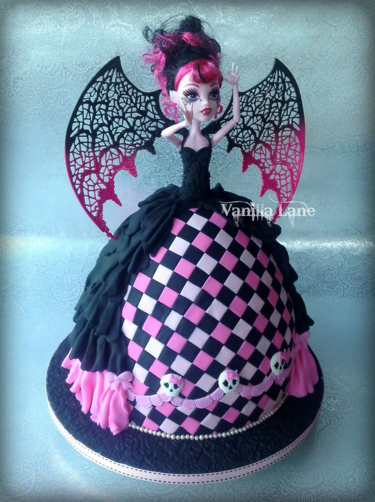 The birthday girl wanted similar to my Draculaura No 2 version but slightly different - I really am running out of ideas how to do this Monster High Miss differently.  Anyway here is my 4th version of her.  Let me say I think I prefer the original with the bigger diamonds - these little ones took FOREVER.....much more time consuming.  I still love this cake though.