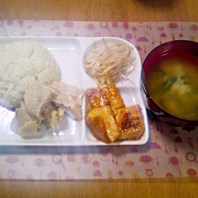 炊飯器でやってみた~写真がぶれぶれ笑 - 4件のもぐもぐ - 12月29日 シンガポールチキンライス 豆腐ステーキ もやしのナムル お味噌汁 by sakuraimoko