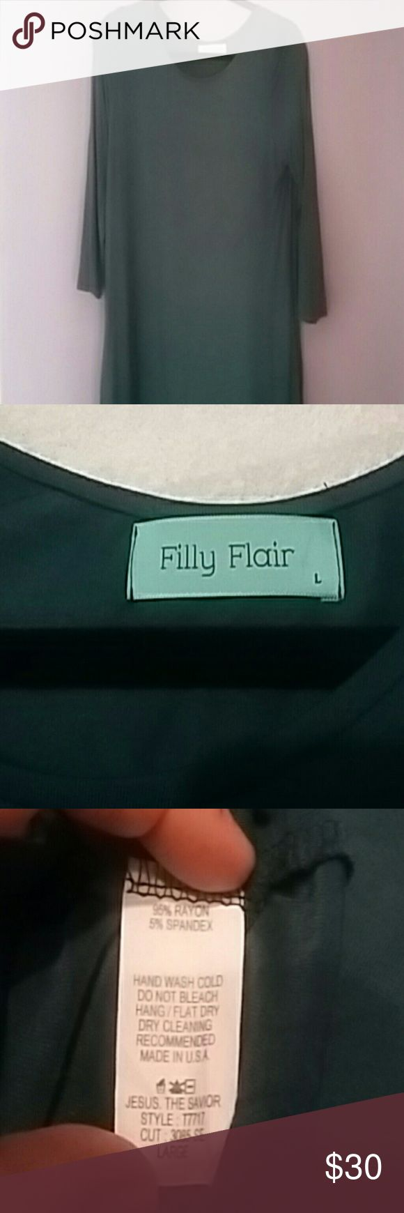 Filly Flair large hunter green dress! With pockets Filly Flair gorgeous hunter green long sleeved dress- with pockets on both sides! Super comfy yet elegant and timeless. Worm once Filly Flair Dresses Long Sleeve