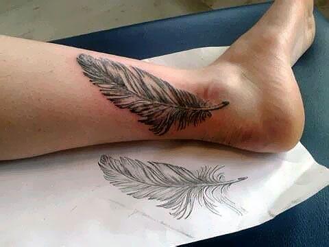Tatouage d 39 un plume l g re r alis par sylvaine du studio syltattoo tatouage pinterest - Tatouage plume cote ...