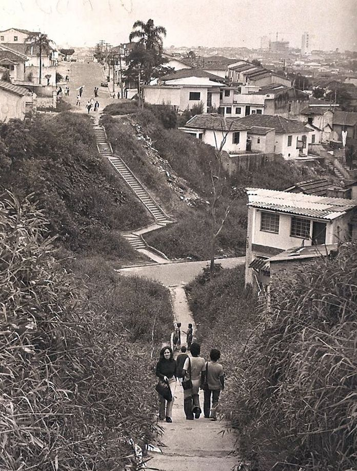 Década de 1960 - Rua Loefgreen, no bairro de Vila Mariana. Antiga travessia onde temos hoje o Viaduto Miguel Colello.