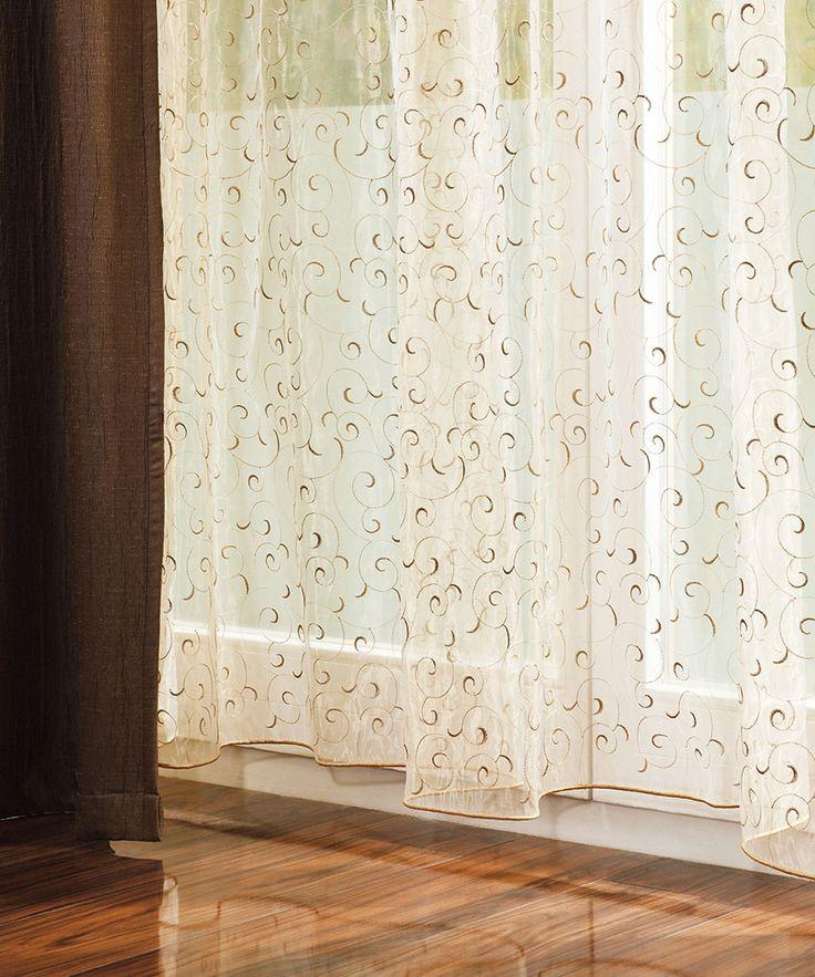 Decorarea ferestrelor poate fi o misiune copleșitoare, dar și plină de satisfacții: găsirea perdelelor potrivite poate conferi un aer fermecător oricărei case.