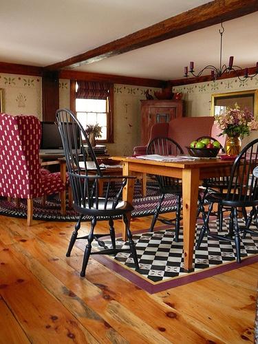 Harvest House Designs Pineapple Print Chair~