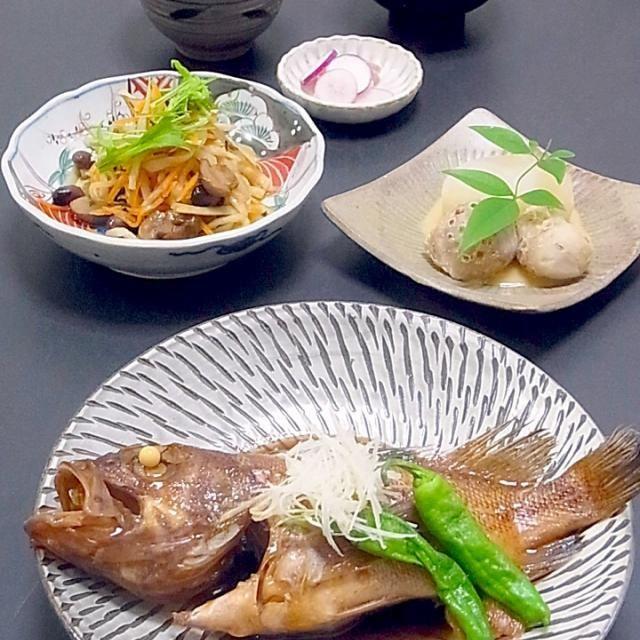 続き  お義母さんの作る赤目(セレベス)と言う里芋はネットリとしていて大好きです。  今日も美味しかった! - 56件のもぐもぐ - 今晩は、ツヅリ煮付け、切り干し大根の煮物、ふろふき大根 里芋、日の菜の漬物、葱の味噌汁、里芋ご飯  境港からのツヅリは、別名キツネメバル。別名の如くメバルのような魚。煮付けで美味しく頂きました。  連休に帰省して、新米と里芋を沢山持ち帰ったので、里芋ご飯にしました。 お義母さんの作る赤目(セレベス)と言う里芋はネットリ by akazawa3