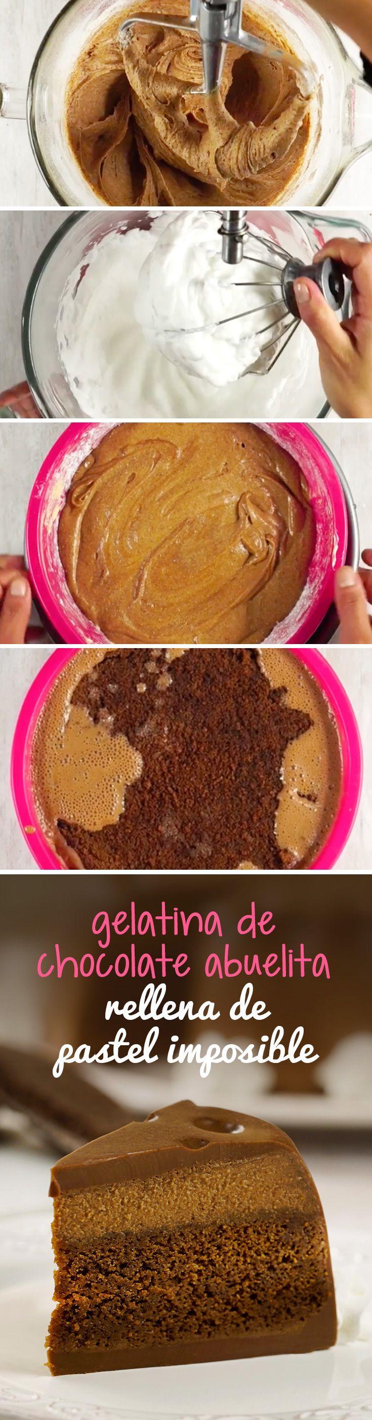 Si te encanta el chocolate, tienes que probar esta receta de gelatina de chocolate mexicano rellena con pastel imposible. La combinación de texturas lo hará el pastel imposible triple más rico que hayas probado.