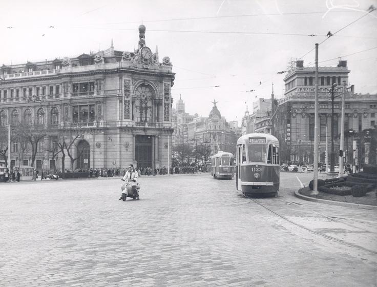 plaza de cibeles hacia 1951, románticos, abstenerse...