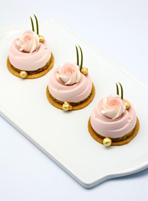 Blush Mona Mina instead of traditional cupcakes.