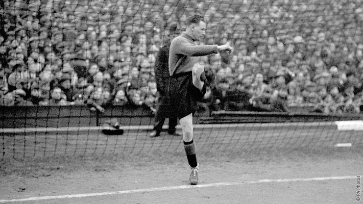 Sunderland goalkeeper Jimmy Thorpes