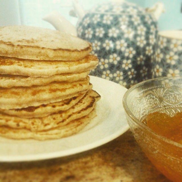 Café da manhã para a @ninamaluf fazer prova  panqueca de aveia com geléia de laranja  #vegan #vegansofig #veganfoodshare #govegan #whatveganseat #breakfast by iamaluf