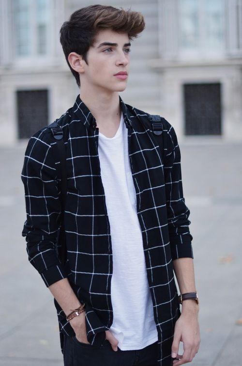 ||fc: Manu Rios|| hey I'm Rico my sister is maddi, she lives with me I'm 20 years old and I'm a model