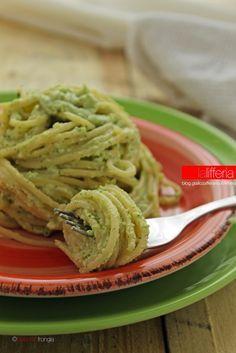 Pasta con crema di zucchine e ricotta.