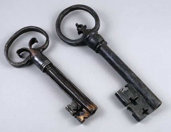Старинные ключи изамки