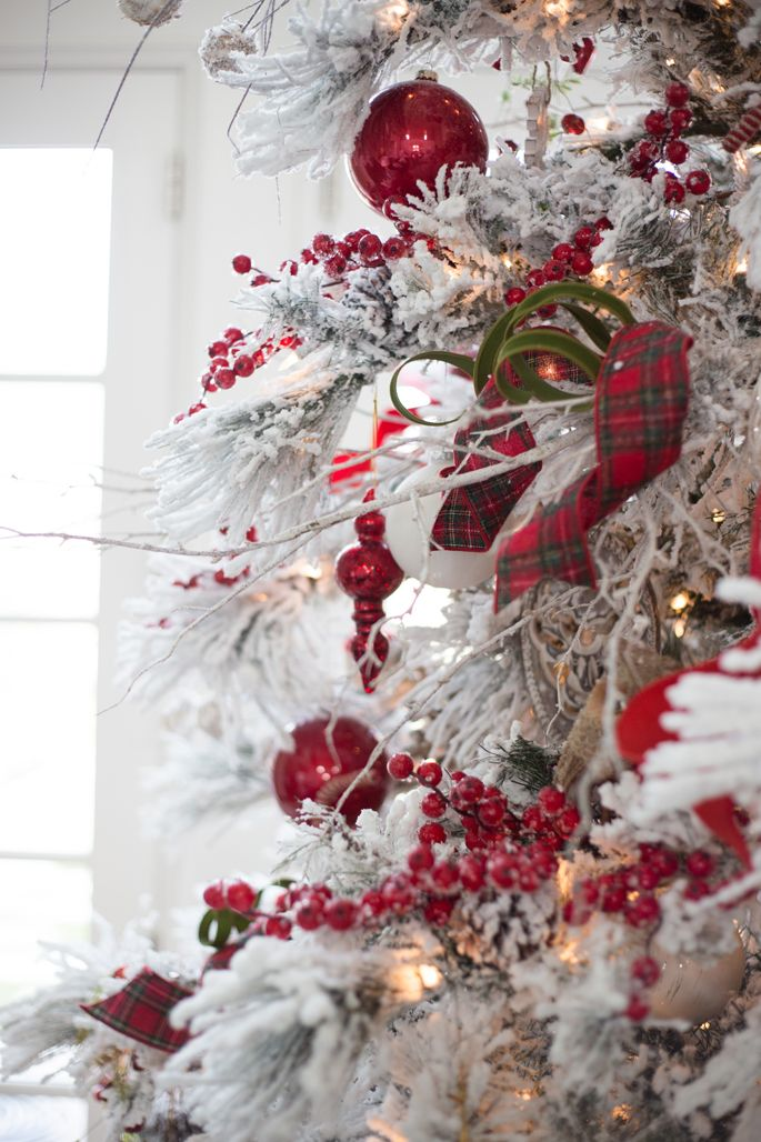 red-tartan-decorated-christmas-tree