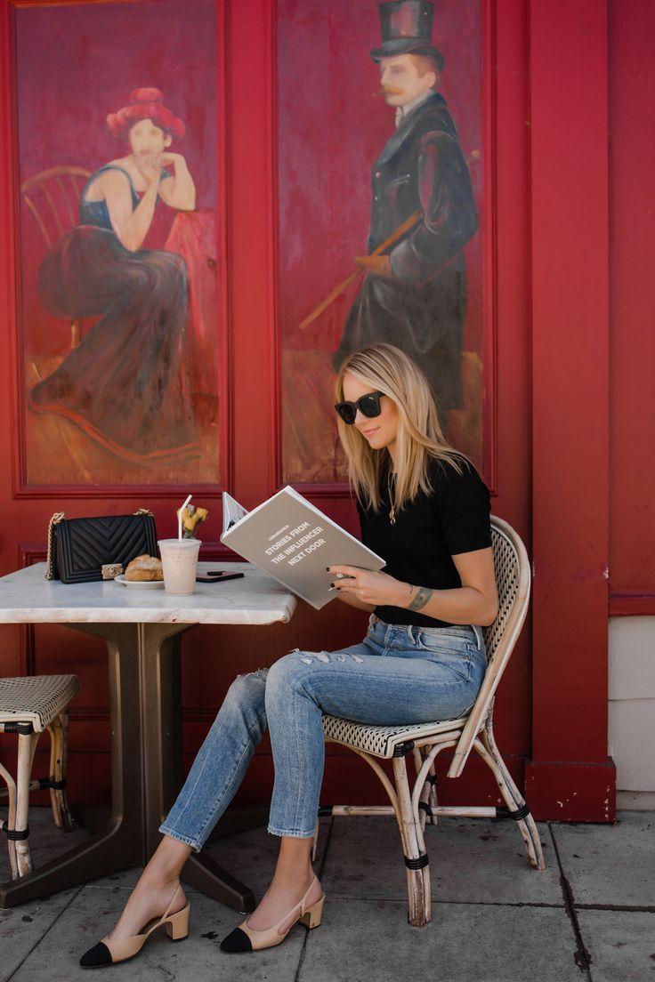 Blonde Frau liest Liketoknowit Buch Coffee Shop Mode Jackson San Diego Fas …   – Fashion